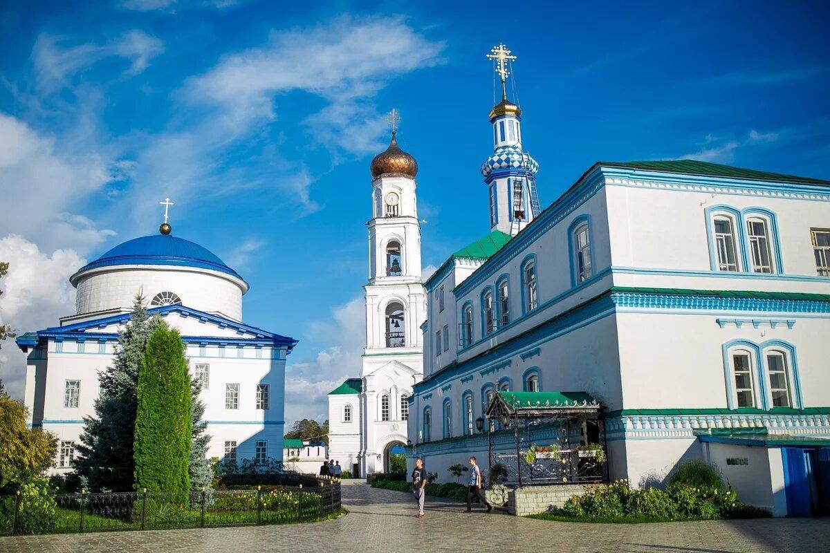Тур в Казань с посещением Раифского монастыря с выездом из Саратова 21 и 28 мая, 11 и 25 июня, 2, 9, 16, 23 и 30 июля, 6, 13, 20, 27 августа, 3 и 10 сентября