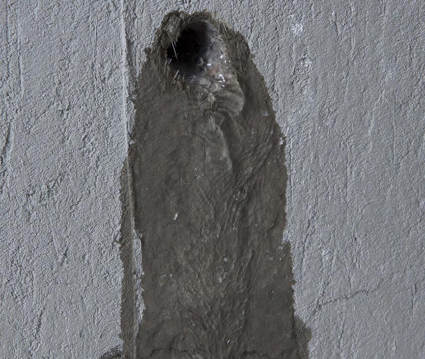 Вода в стене