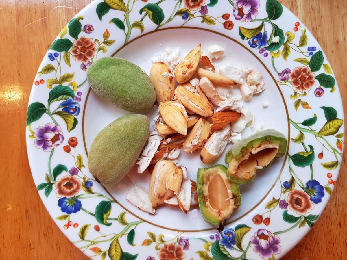 Зеленый миндаль. Добавка в салат Табуле. Блог Вкусный Израиль.