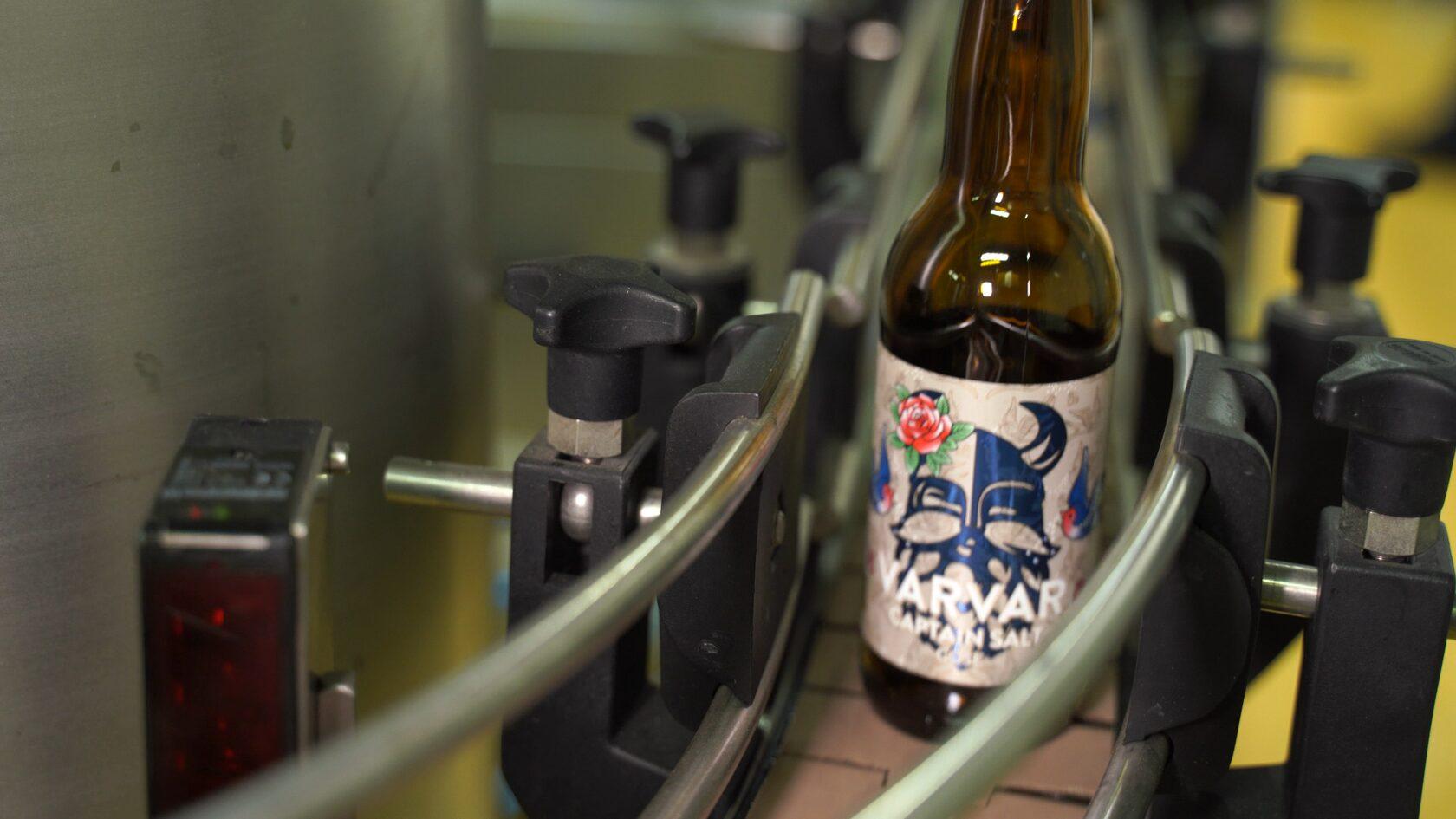 Разлив пива на пивоварне Varvar