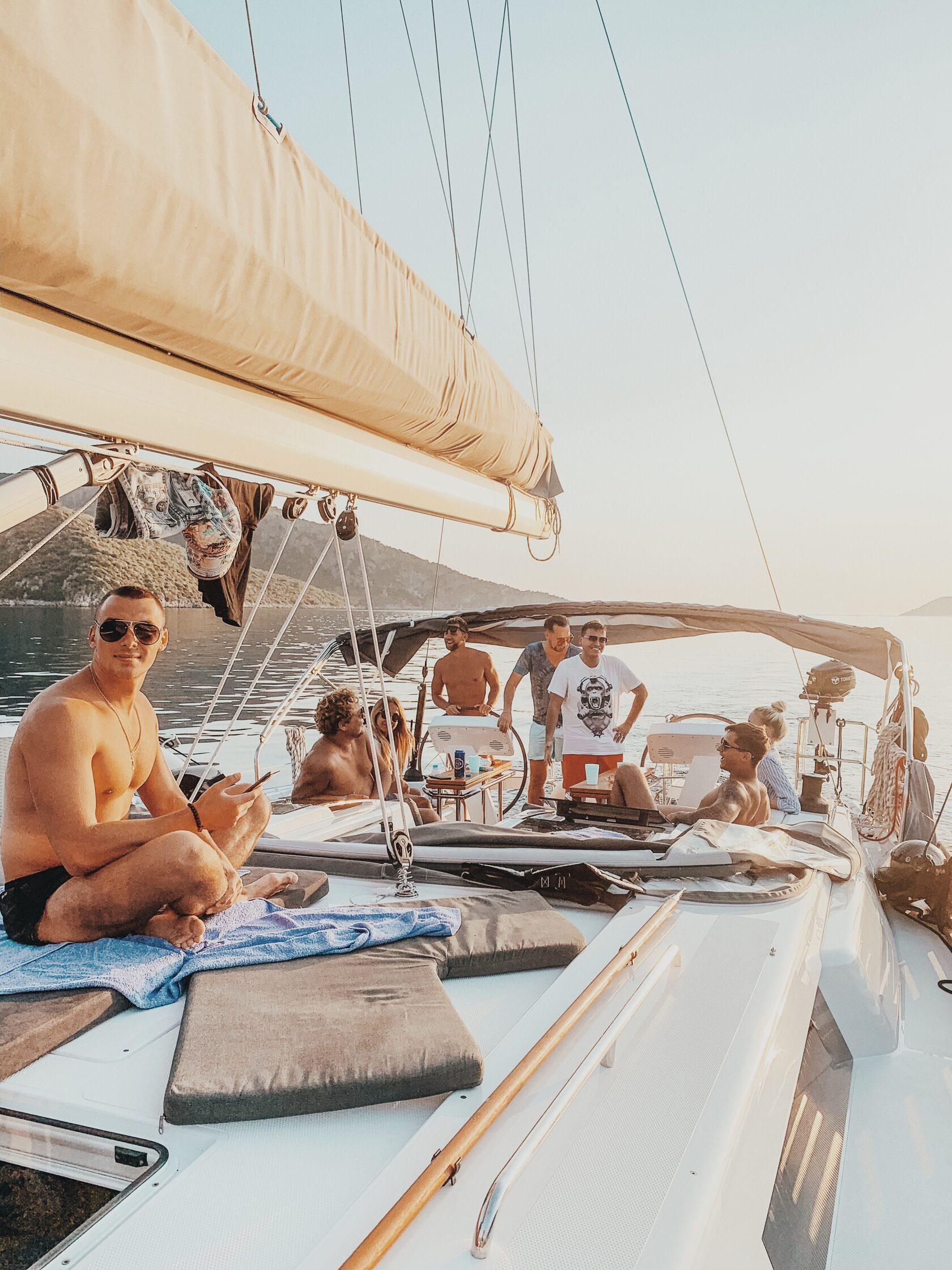 Сколько места на парусной яхте