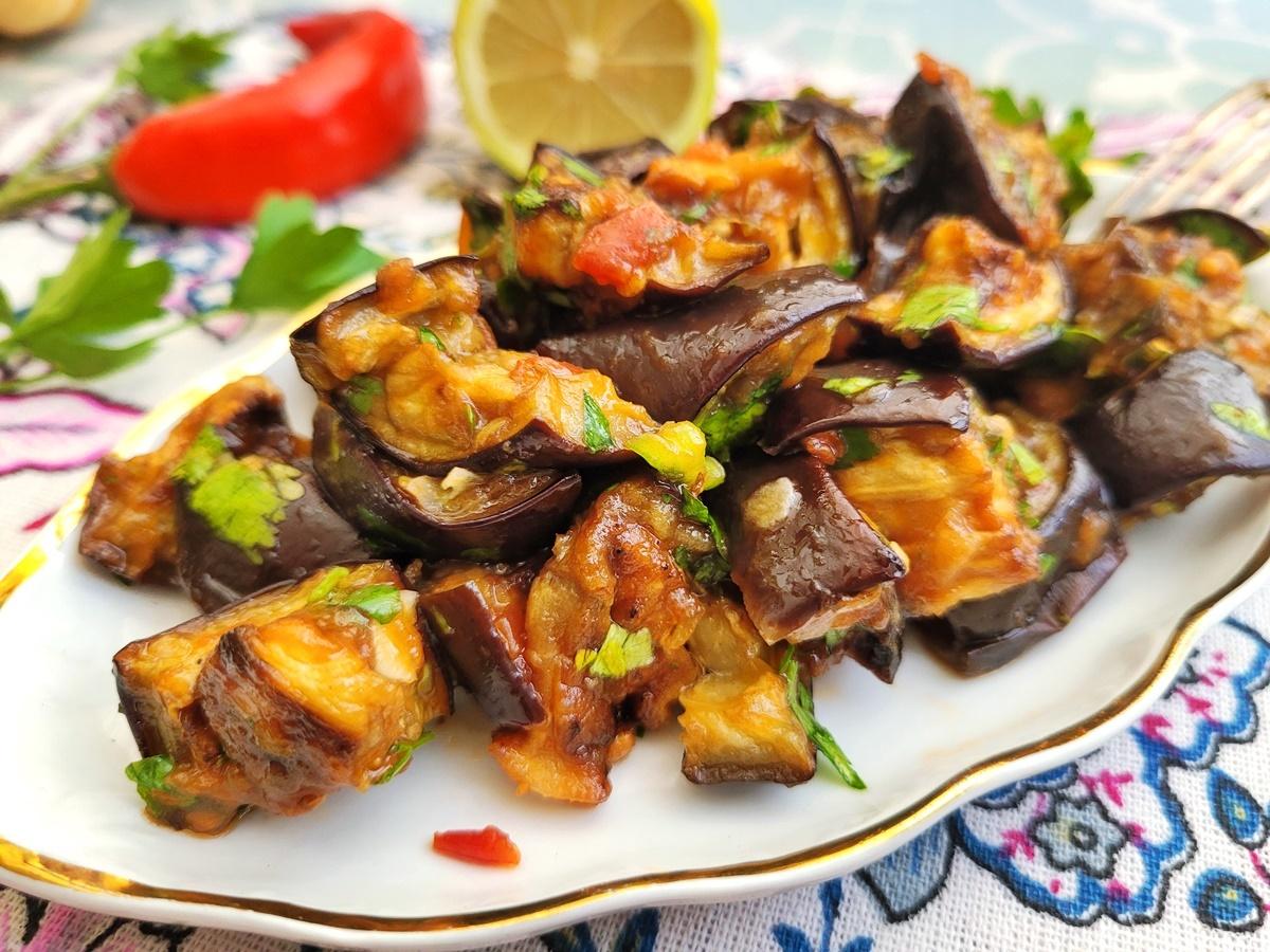 Салат из баклажанов с помидорами. Вкусный Израиль. Фото рецепт.