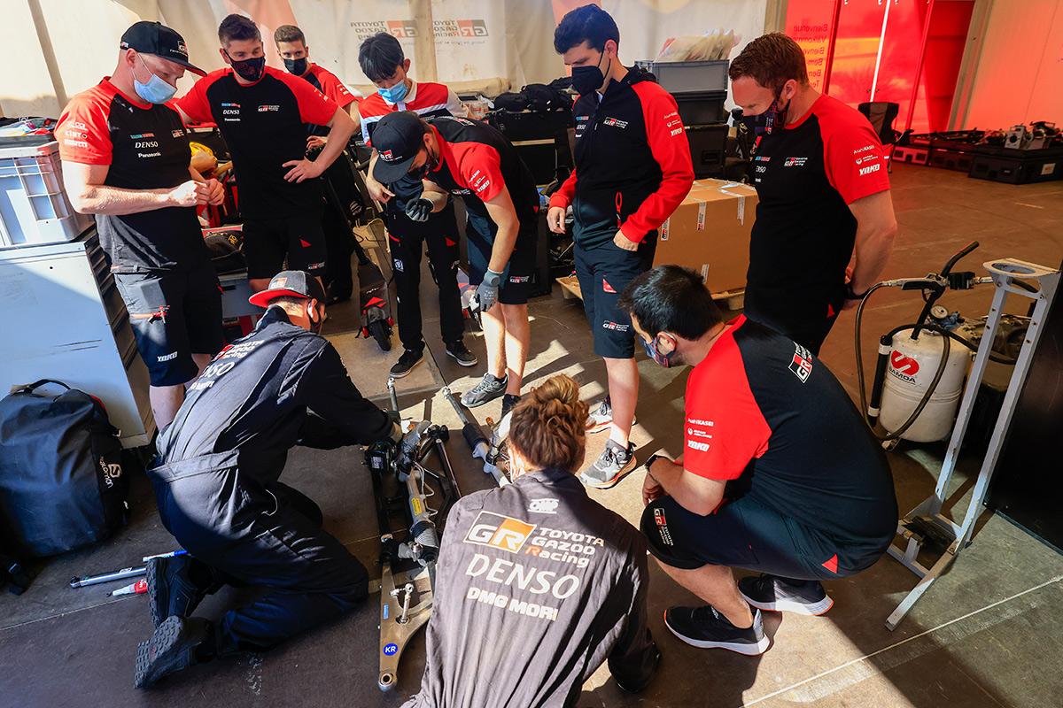 Инженеры и механики Toyota Gazoo Racing WRC, ралли Сардиния 2021