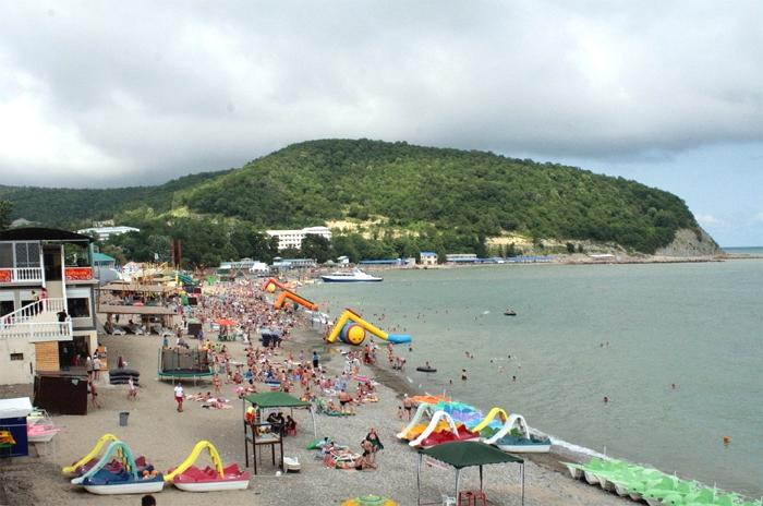 Центральный пляж в поселке Лермонтово