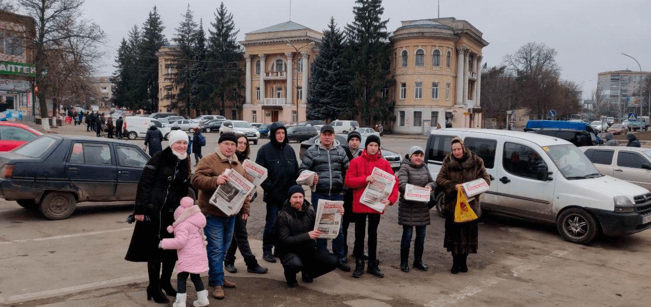 Раздача газет «Право на Правду» в Первомайске