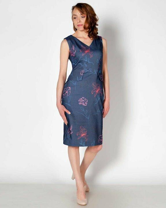 Стилна тъмносиня рокля на цветя с втален силует и без ръкав за пролет, лято и есен 2021.