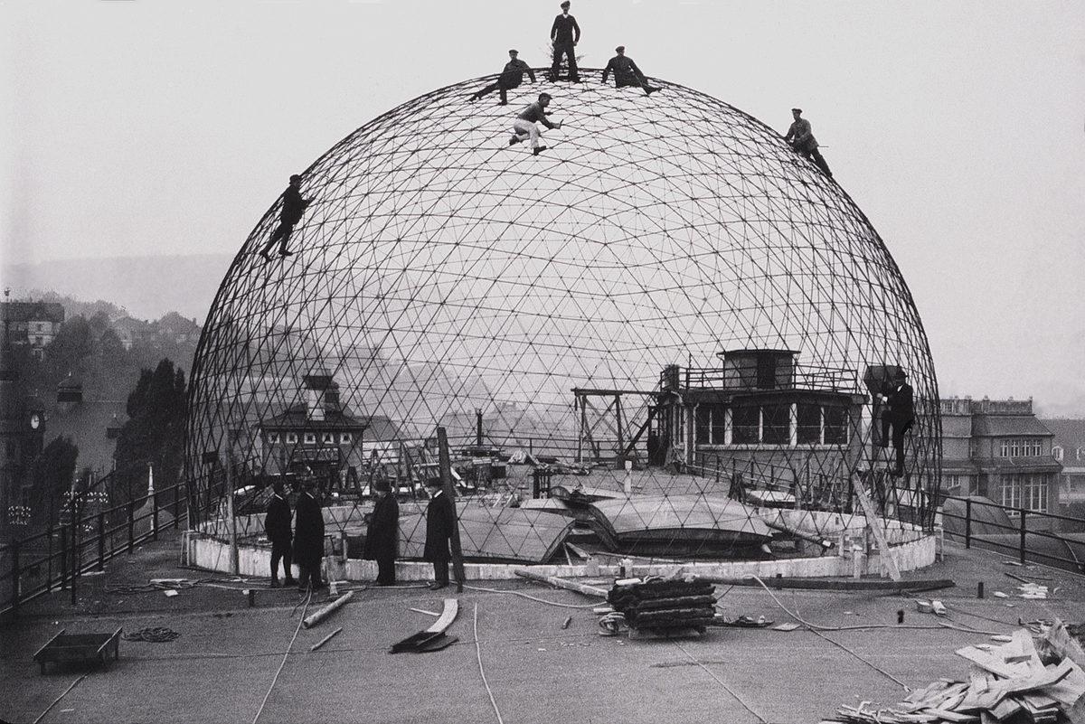 строительство сетчатого купола на крыше фабрики Карла Цейса