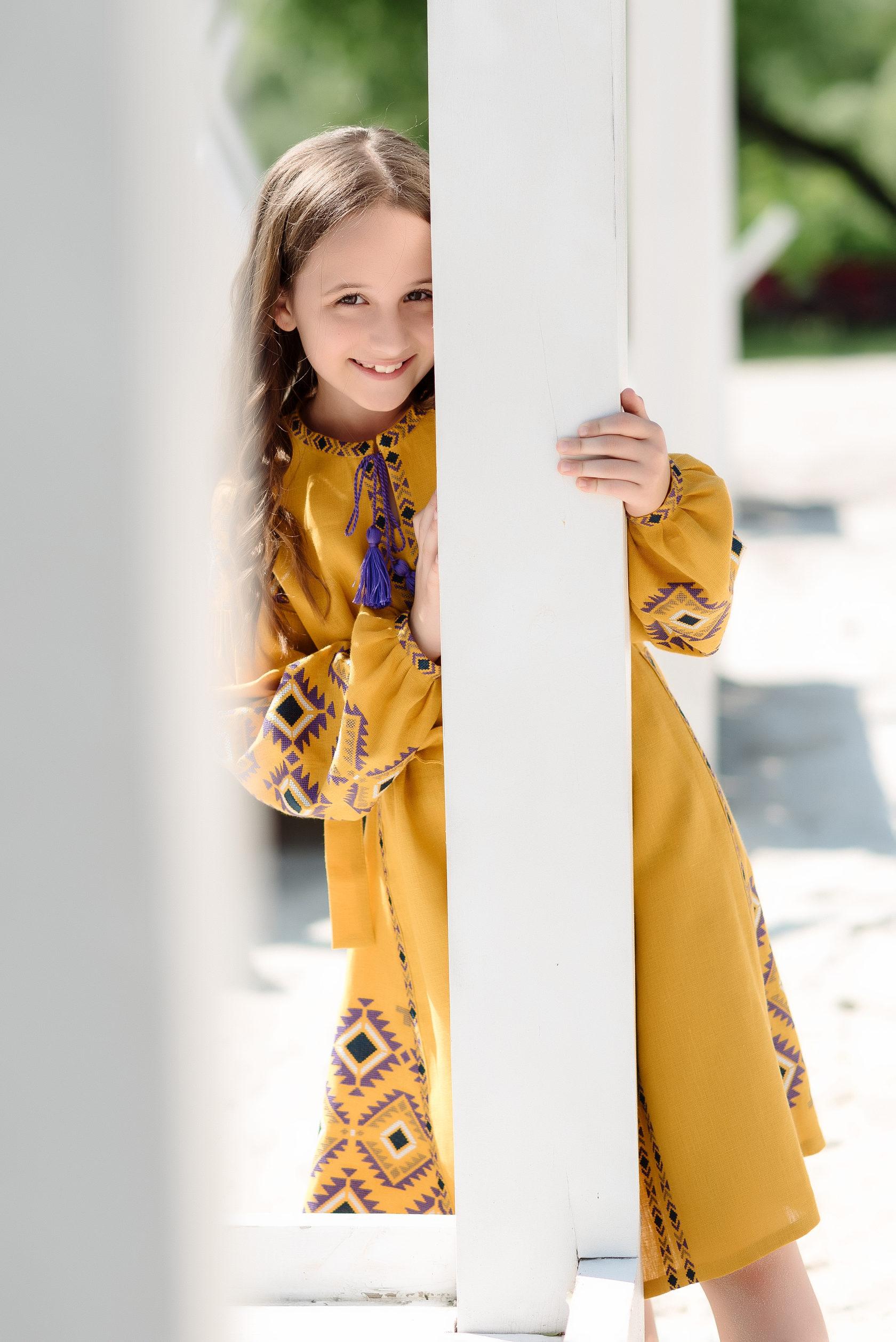 Дитяча жовта вишита сукня вільного крою 34736f6995321