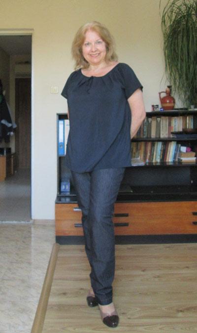 Елегантни дамски блузи с къс ръкав, налични и в големи размери (макси мода) от Ефрея.