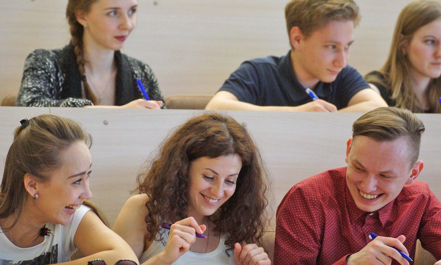 Студентки веселятся после экзамена, Студентки после экзамена » Порно видео онлайн 27 фотография