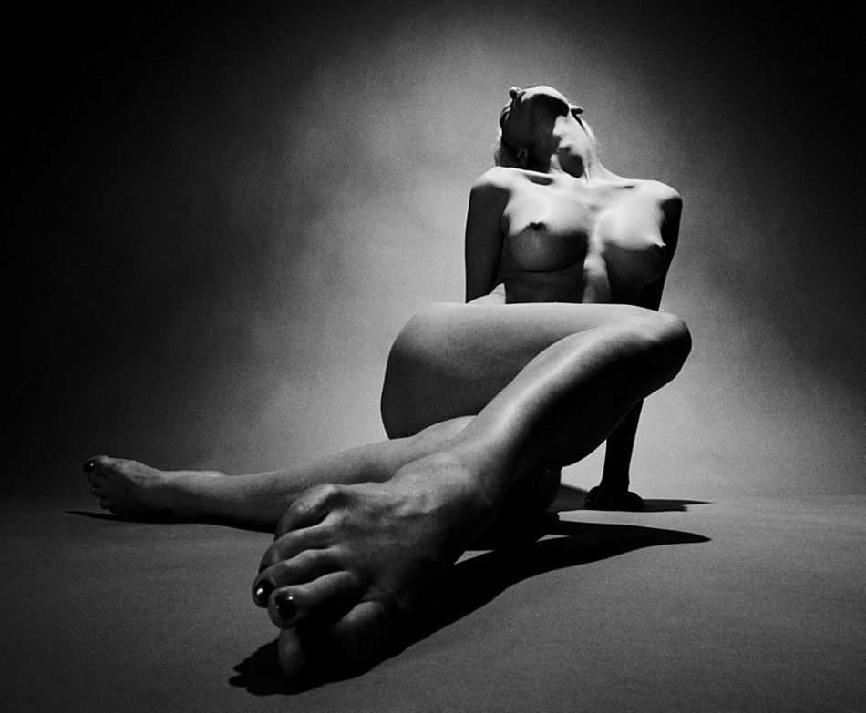 Erotic art ontario photo black white