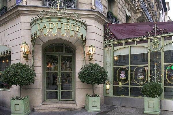 Кондитерский дом Ladurée – один из самых известных создателей macarons в мире