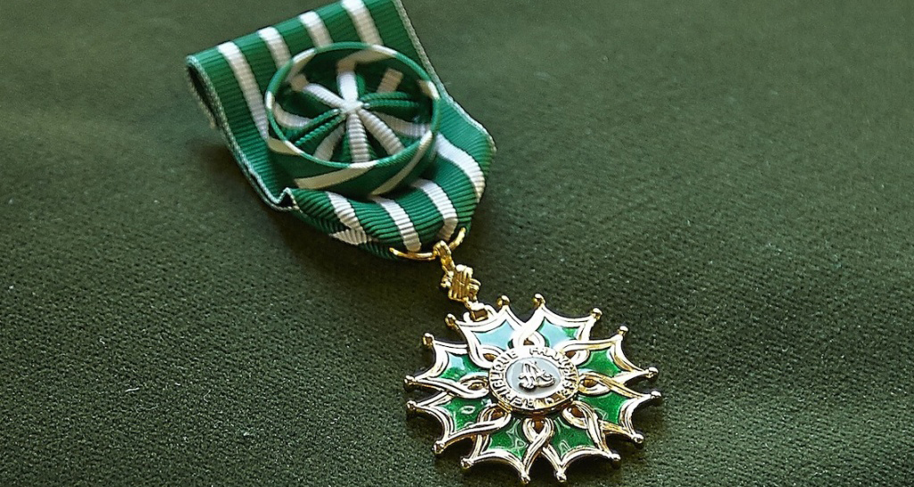 Орден искусств и литературы Франции, командором которого являлся Г. Айги