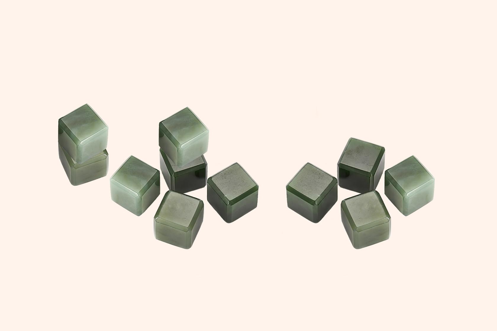 Нефритовые камни