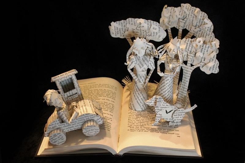 Сюжетная скульптура из книги