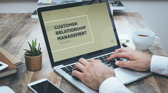 """CRM (от англ. Customer Relationship Management, что переводится как """"управление отношениями с клиентами"""")."""