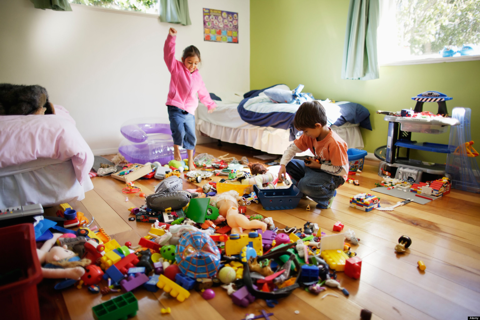 children cleaning their room - HD1200×800