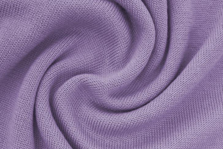 Акрил е синтетична тъкан, която наподобява вълна и се използва за пуловери, шапки, шалове и в смесени тъкани с вълна или памук.
