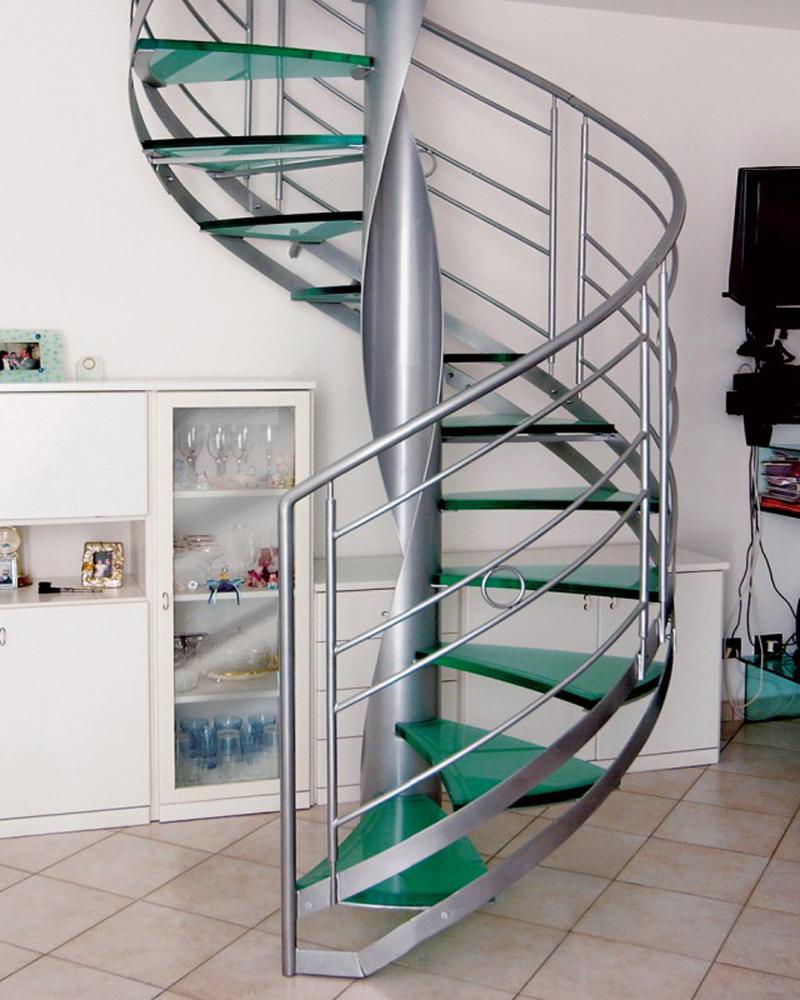 Стеклянная винтовая лестница