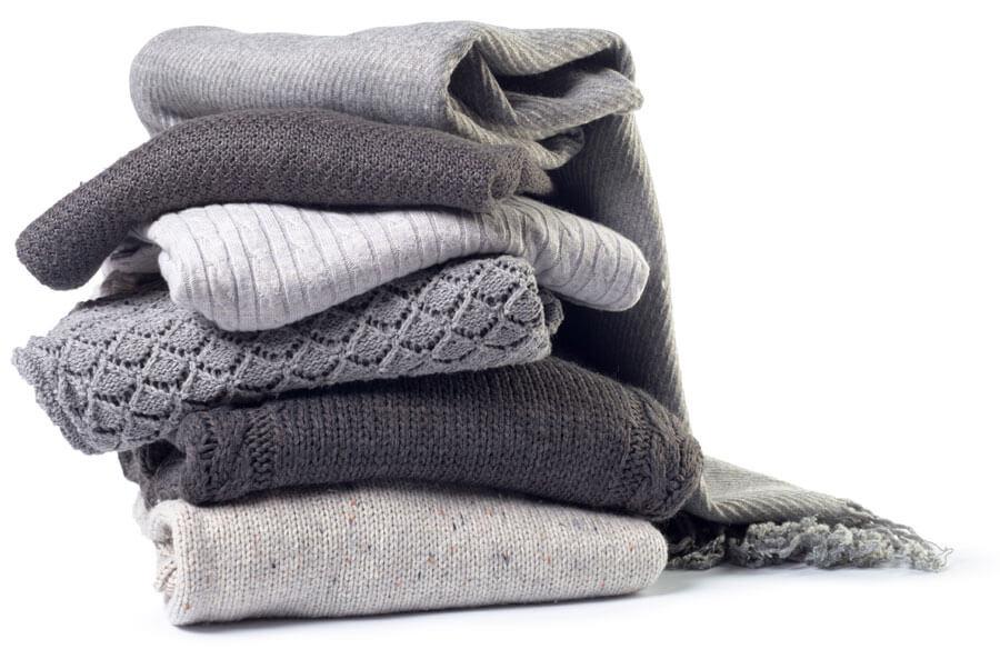 Вълнените дрехи често се сплъстяват и свиват поради слепване на влакната. Вижте как да избегнете свиването на вълнените дрехи в блога на Ефрея - български производител на дамски дрехи.