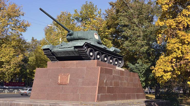 Памятник «Воинам освободителям от благодарных херсонцев» - фото