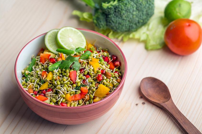 Свежа и витаминозна салата с кълнове и боб Мунг Krina