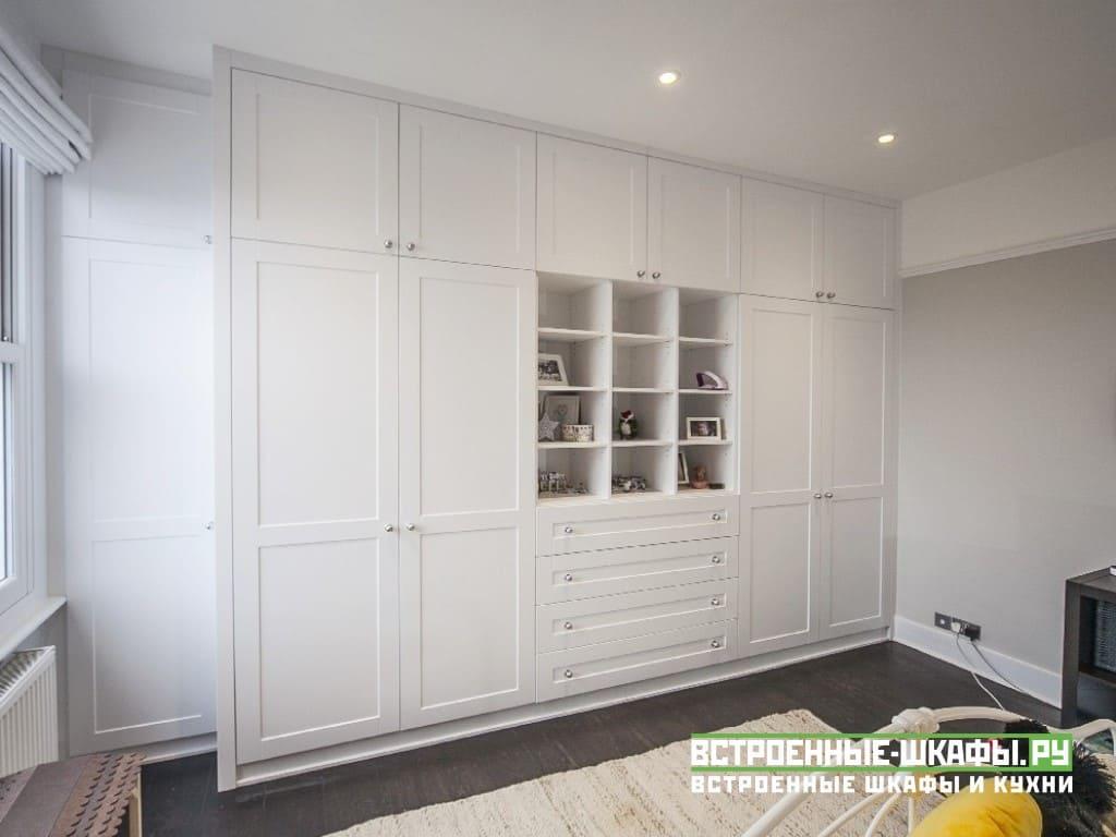 Встроенные шкафы в детской комнате на мансарде
