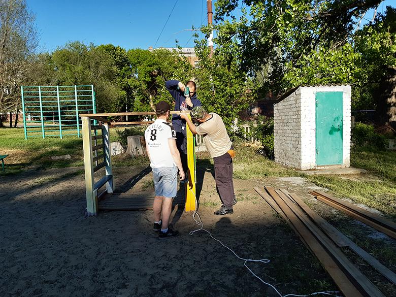 Ремонт детской площадки активистами ППШ - фото