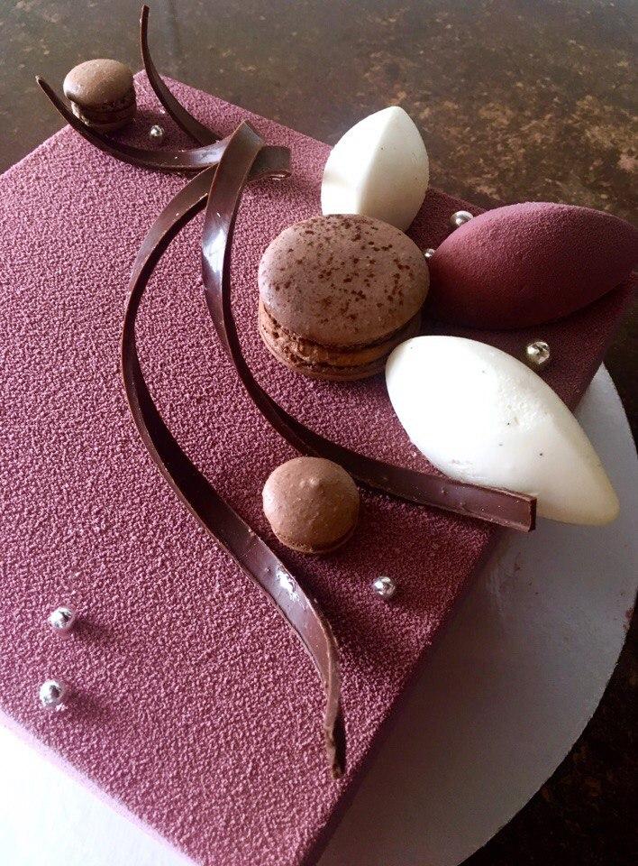 пример покрытия торта — шоколадный велюр