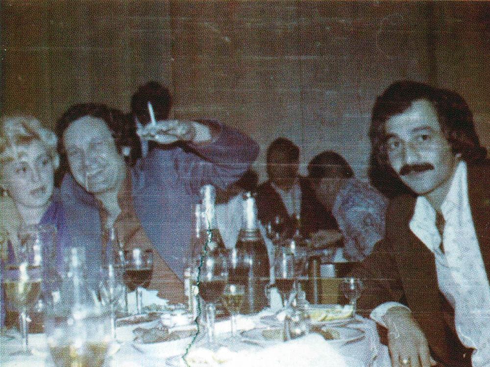 «Дедушка нового русского рэкета» Владимир Феоктистов по кличке Фека (слева) в1970-е любил шумные гулянья с музыкой вресторанах.