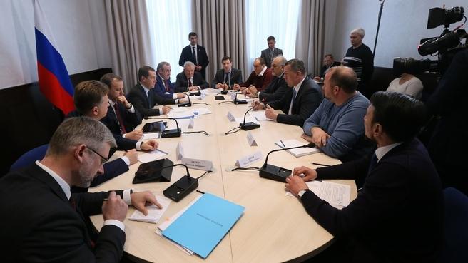 Премьер-министра Дмитрий Медведев встретился с представителями грузоперевозчиков еще до начала протестов (Фото: www.government.ru)