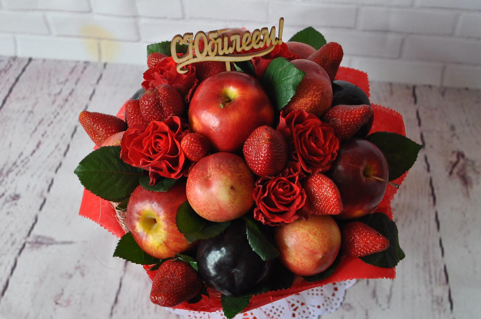Букет для свекрови из фруктов, цветов