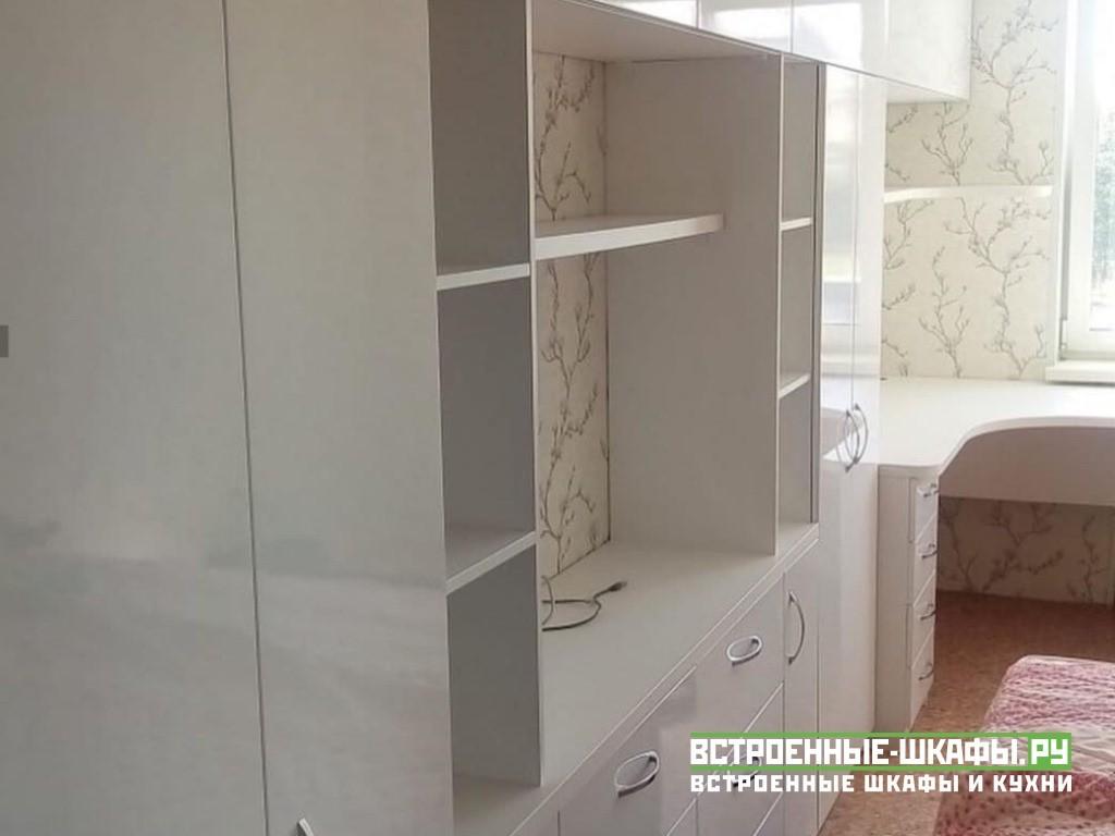Белый глянцевый шкаф с угловым компьютерным столиком