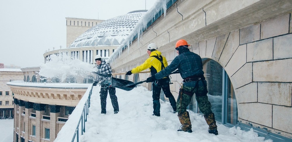 сброс снега новосибирск очистка наледи на крышах