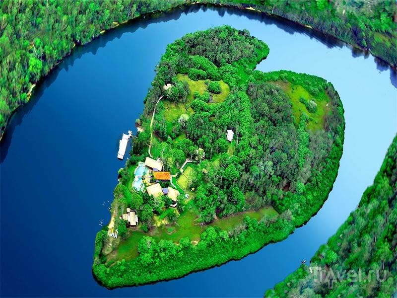 Острова в виде сердца картинки