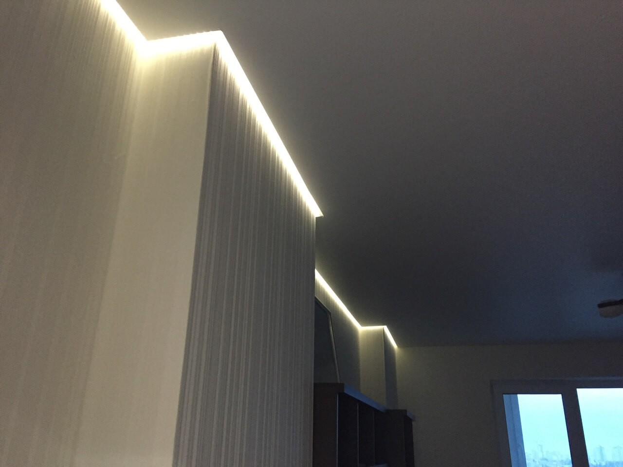 Освещение под натяжным потолком фото