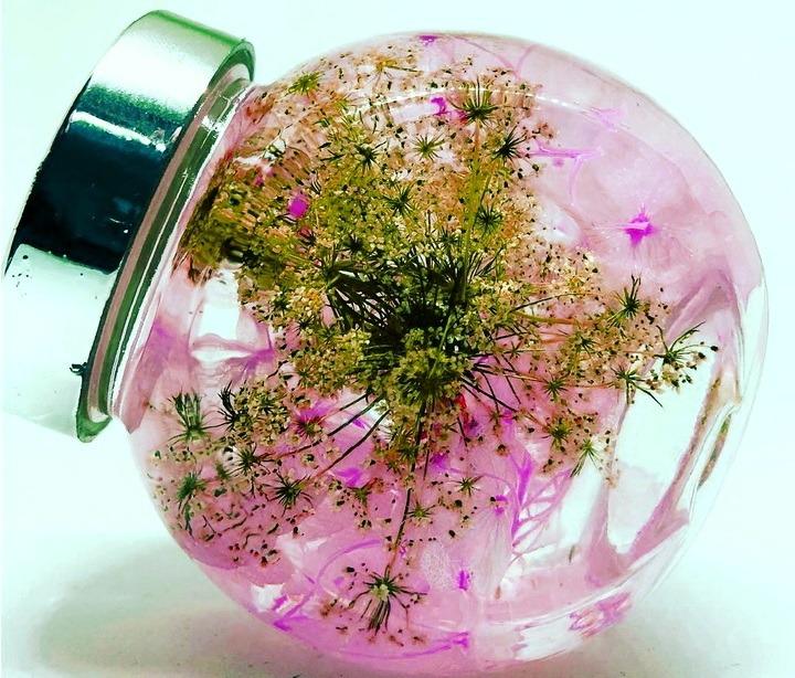 Букеты, живые цветы в банке с глицерином
