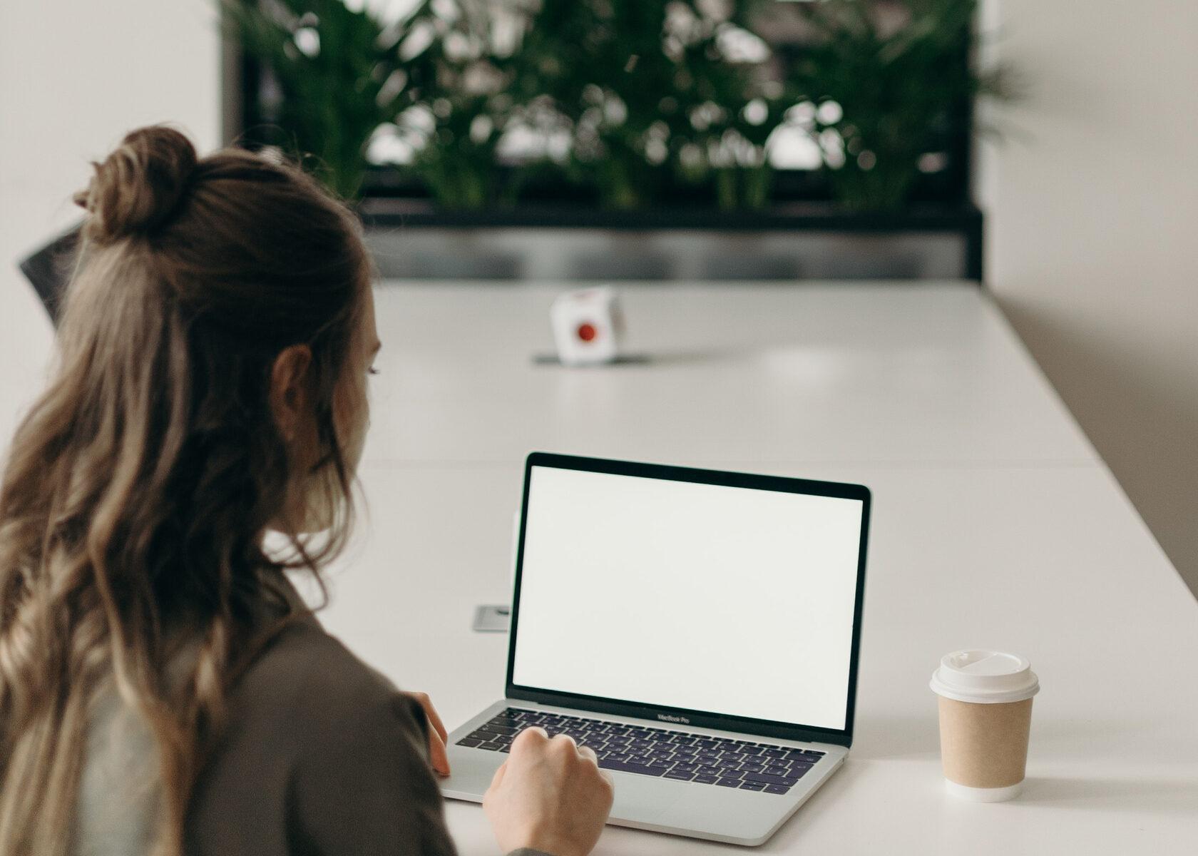 Чем занимается бизнес-ассистент? Обязанности и функции