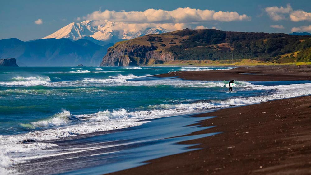 одевают дабы халактырский пляж на камчатке фото монтажный или