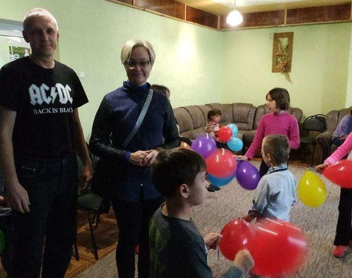 Активисты «Партии Шария» проведали детей в лисичанском центре реабилитации