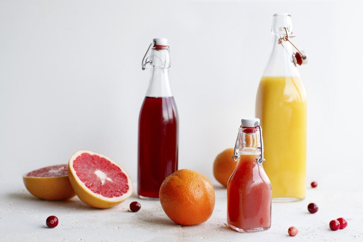 Преимущества и особенности бутылок с бугельной пробкой для лимонадов и соков