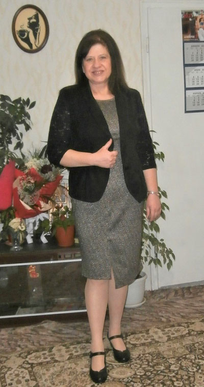 Елегантна рокля по тялото и черно сако - фен снимка на клиентка на онлайн магазин Efrea.