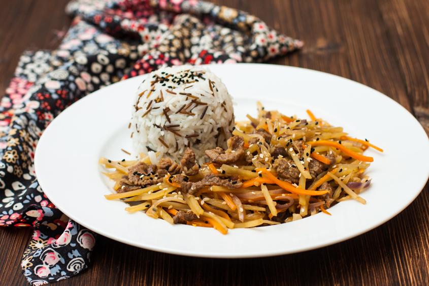Сусамово телешко с див и бланширан ориз Krina, морков и целина по азиатски