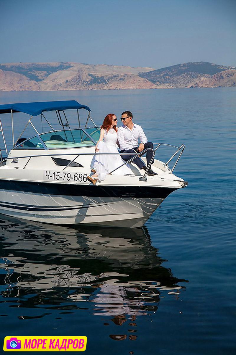 Свадебная фотосессия на яхте в море в Крыму