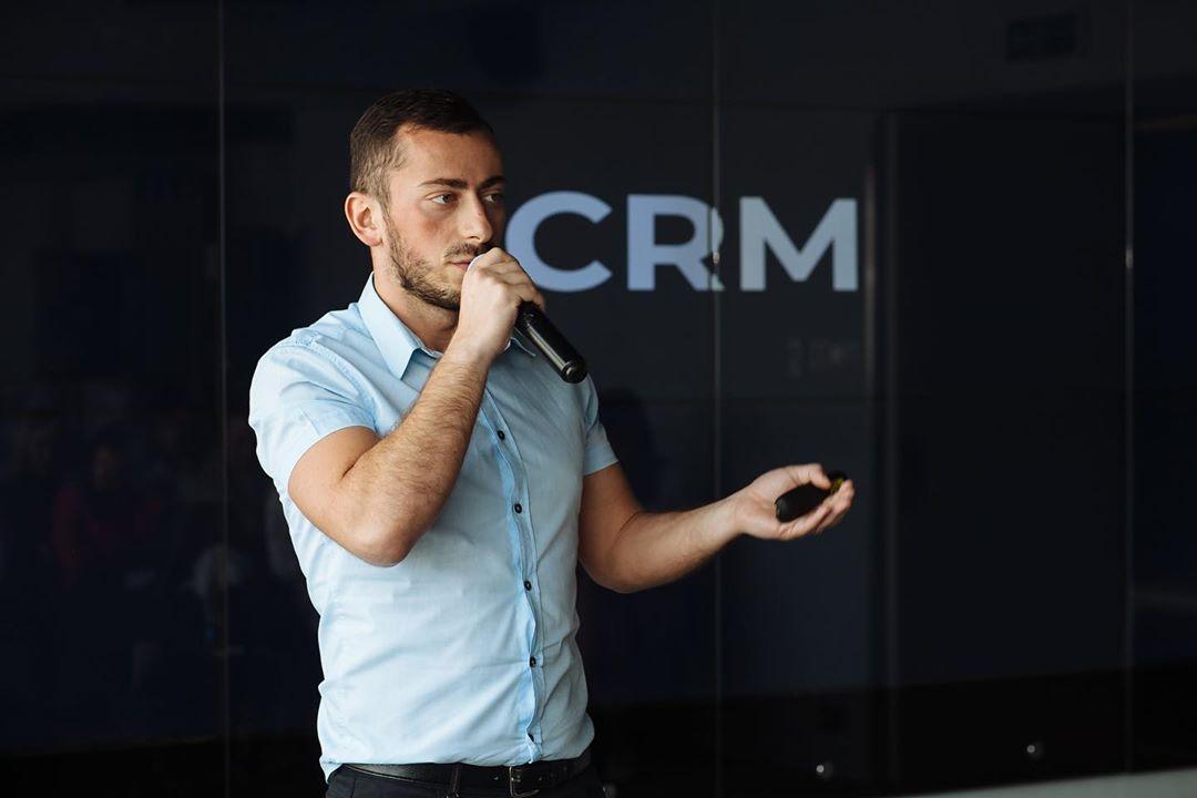 Генеральный директор сервиса массовых рассылок СМС ПОБЕДА Илкин Байларли | Способы привлечения клиентов на сайт