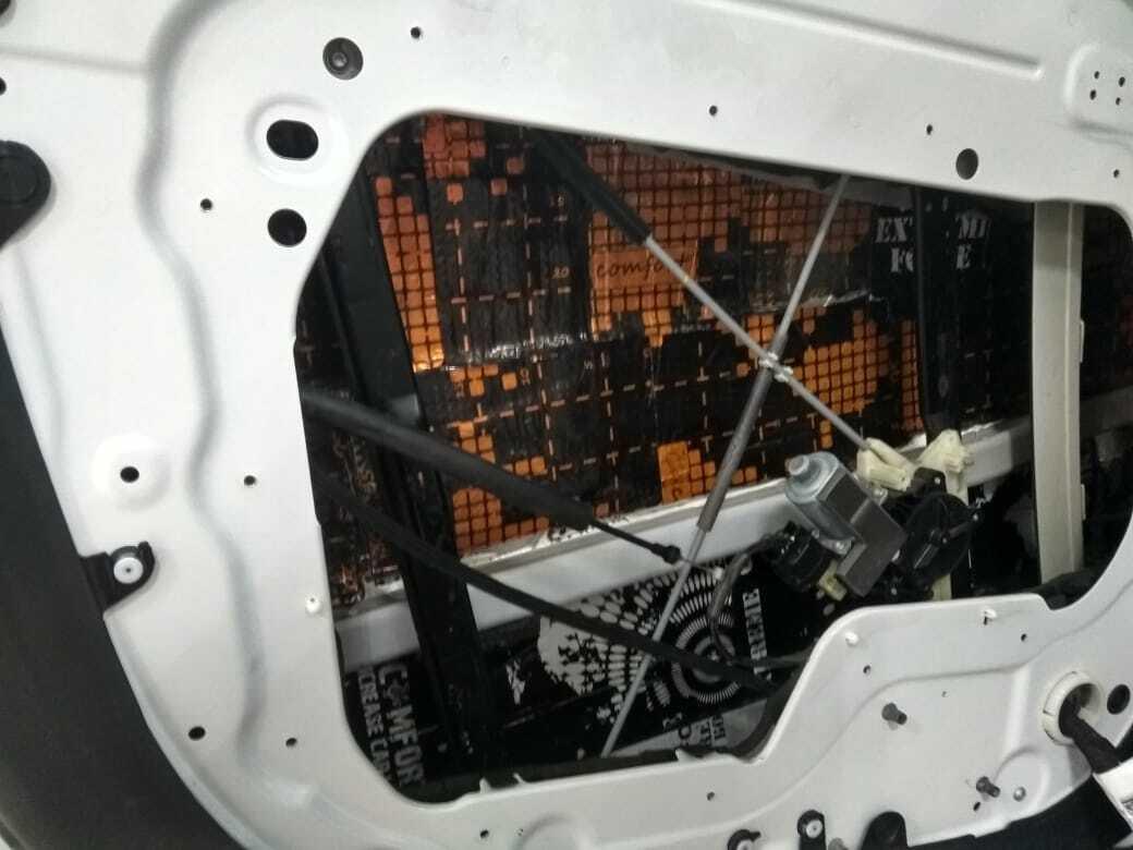 шумоизоляция передних дверей range rover sport 2