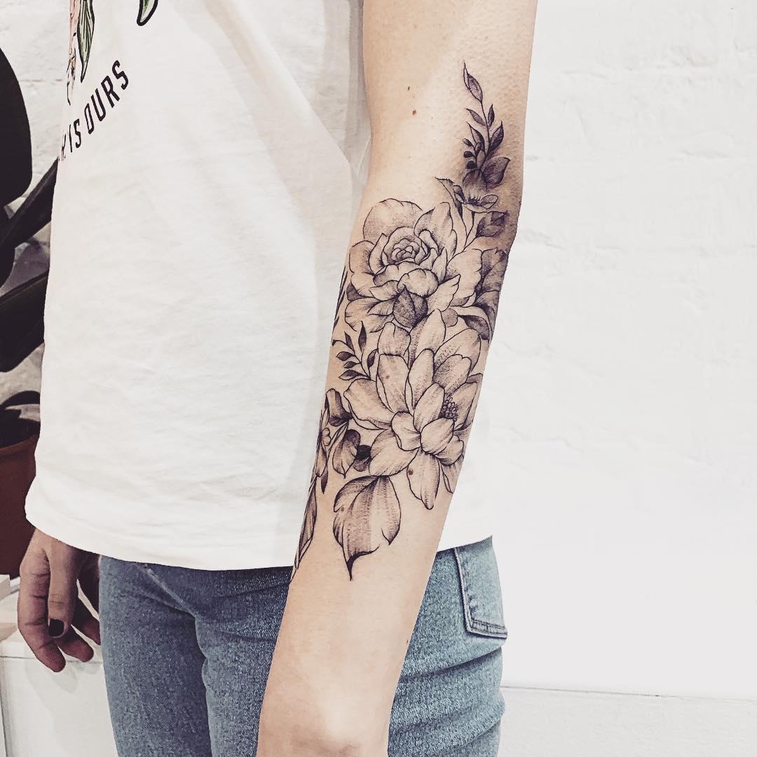 тату графика, цветы тату, женская тату, тату салоны в москве, тату салон цена, цена татуировки в москве, тату стоимость, татуировка цена москва, тату салоны в москве ценытату студия москва, сделать тату в москве, сделать татуировку в москве