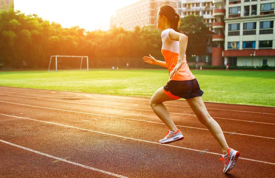 Ходенето или бягането е по подходящо за отслабване без диета? Вижте в публикацията.