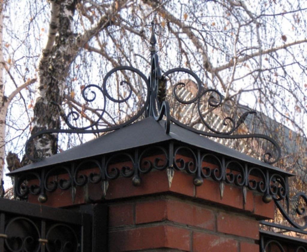 кованые колпаки на забор