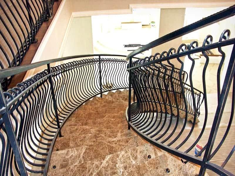 Перила для лестницы с изгибом